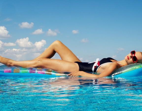 verao-piscina-menina-modelo-mulheres1