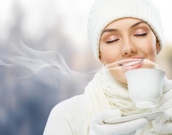 mulher-tomando-cafe